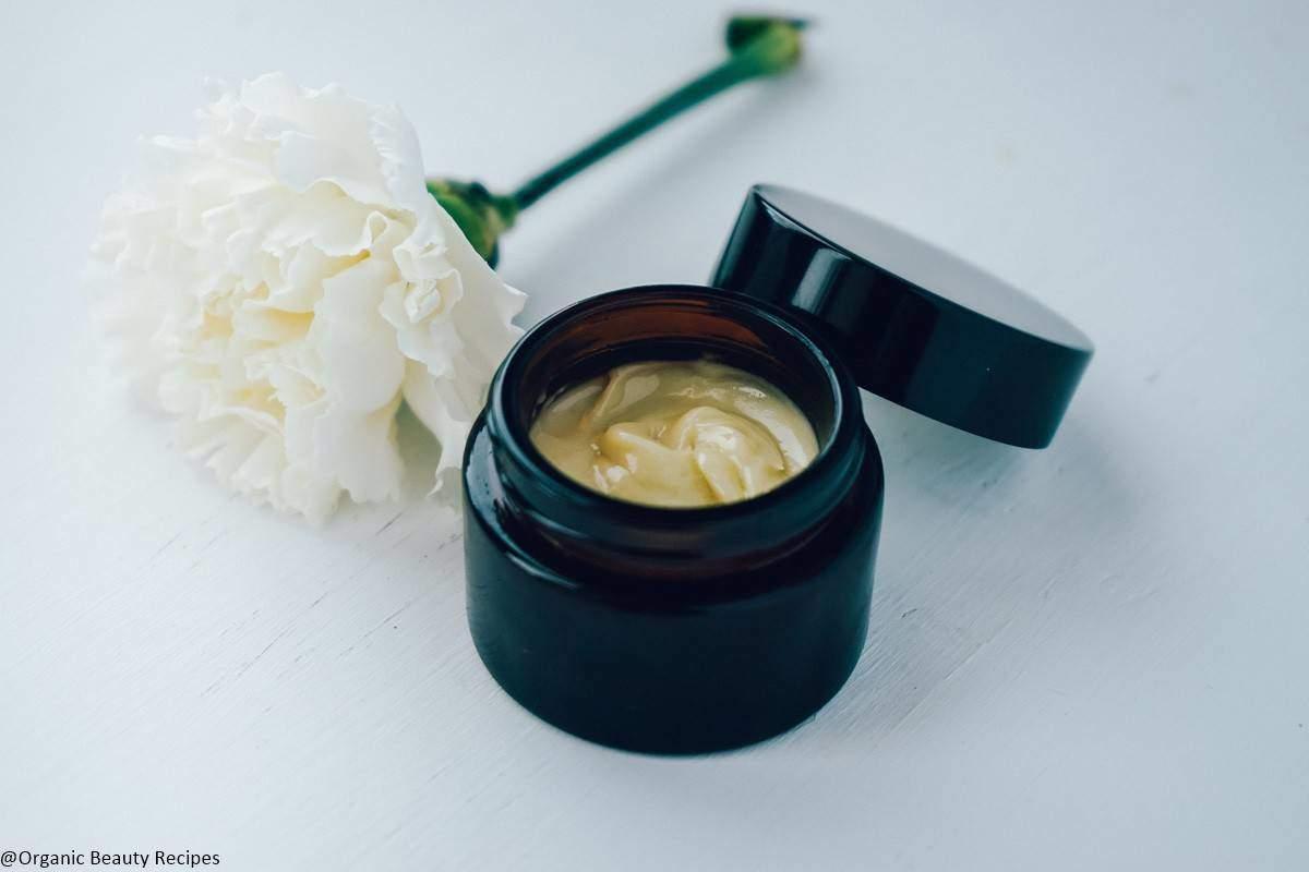 17 Wonderful DIY Moisturizers Your Skin